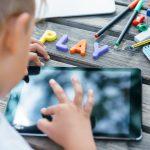 СМИ на основе экрана, связанные со структурными различиями в мозге маленьких детей