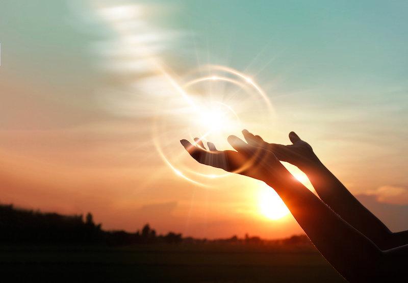 Согласно исследованиям, бессознательное обучение лежит в основе веры в Бога