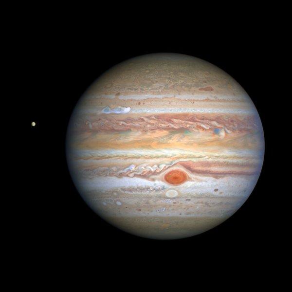 Хаббл запечатлел новый четкий портрет штормов Юпитера