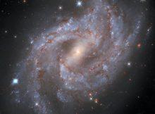 Хаббл наблюдает за уходящей в небытие взрывающейся звездой