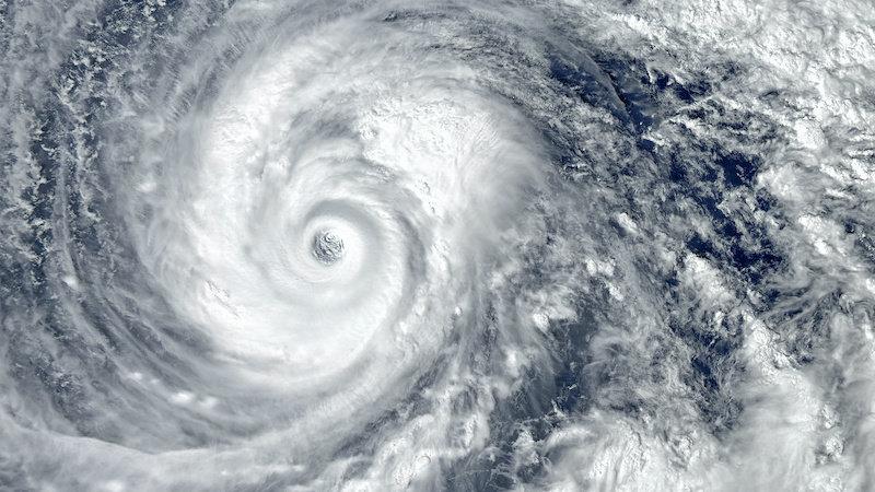 Изменение климата заставляет обрушивающиеся на сушу ураганы дольше оставаться сильнее