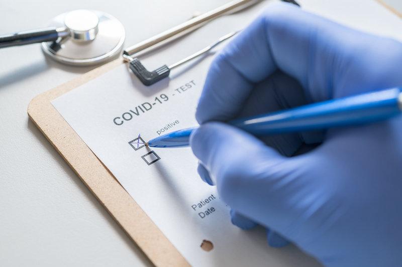 Среди переживших COVID-19 повышенный риск смерти, серьезных заболеваний